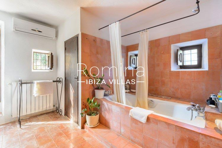 romina-ibiza-villas-rv-731-can-galia-5bathroom2