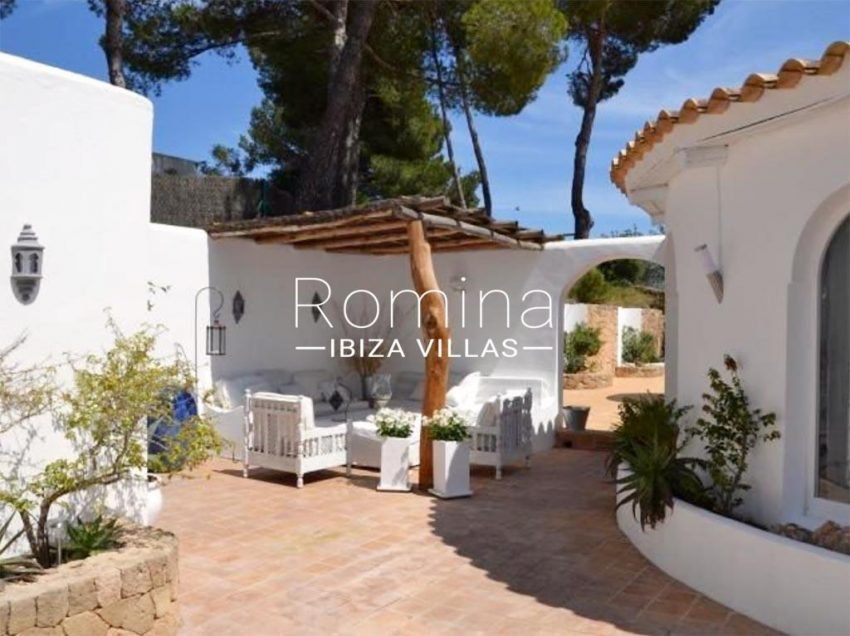 romina-ibiza-villas-rv-732-can-sissi-2patio pergola sitting area