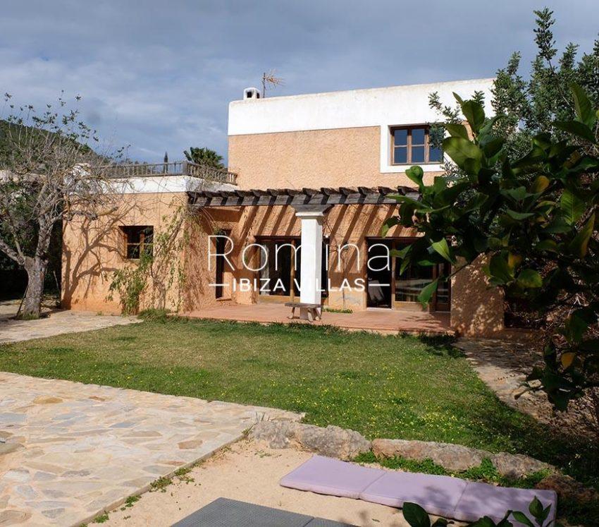 romina-ibiza-villas-rv725-2facade porch