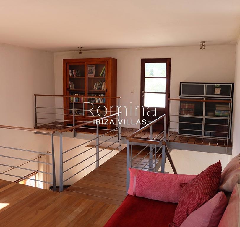 romina-ibiza-villas-rv725-villa-zinia-3landing 1st floor2