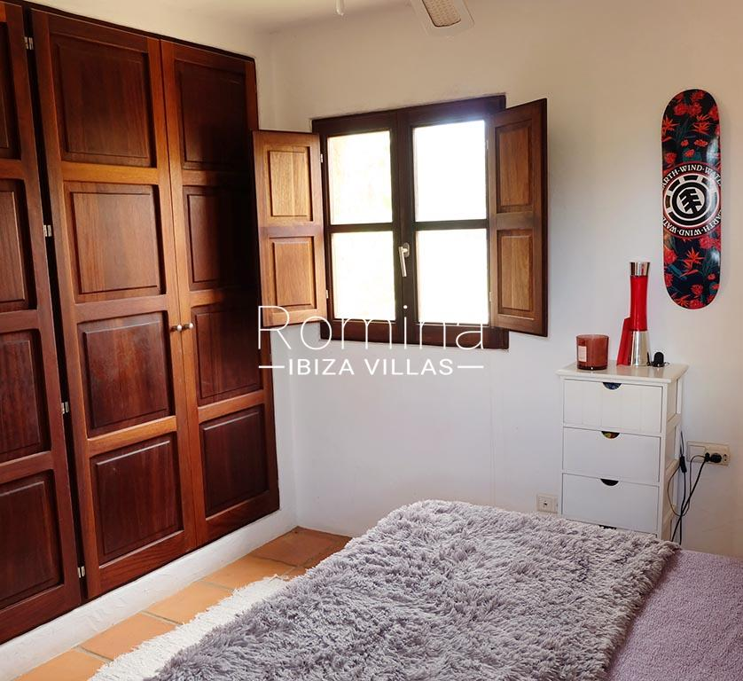 romina-ibiza-villas-rv725-villa-zinia-4bedroom2 wardrobe