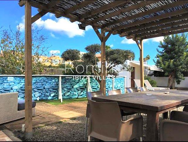romina-ibiza-villas-rv-460-casa-lara-2terrace pergola dining area