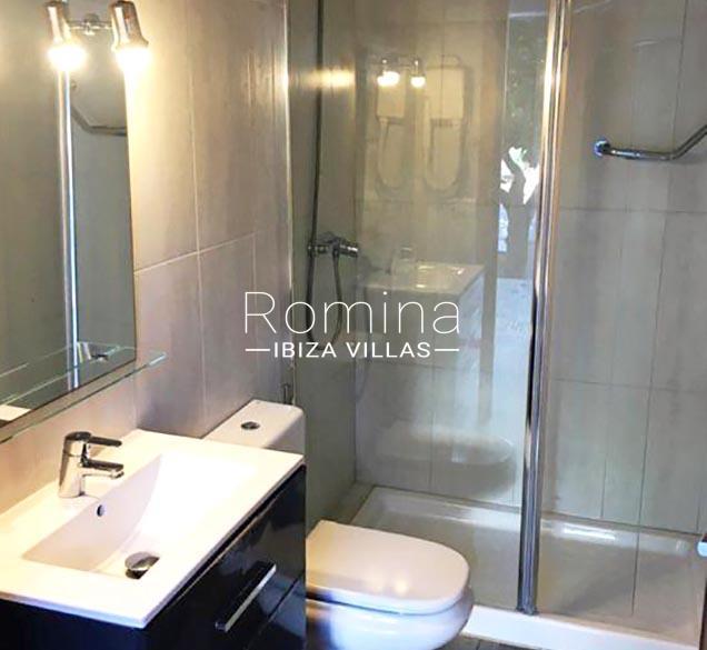 romina-ibiza-villas-rv-460-casa-lara-5shower room2