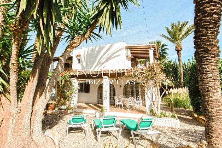 romina-ibiza-villas-rv-738-81-can-alegria-2facade garden