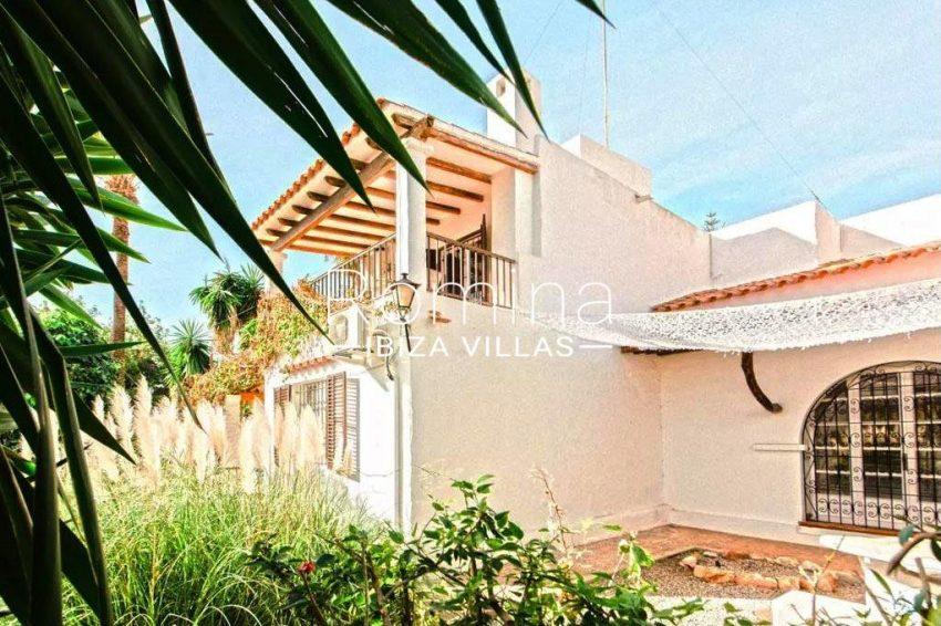romina-ibiza-villas-rv-738-81-can-alegria-2facade porch terrace