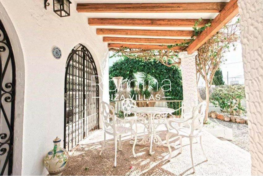 romina-ibiza-villas-rv-738-81-can-alegria-2terrace pergola dining area