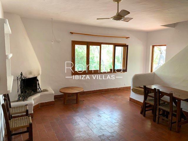 romina-ibiza-villas-rv-739-81-casa-olmo-3livingdining room fireplace