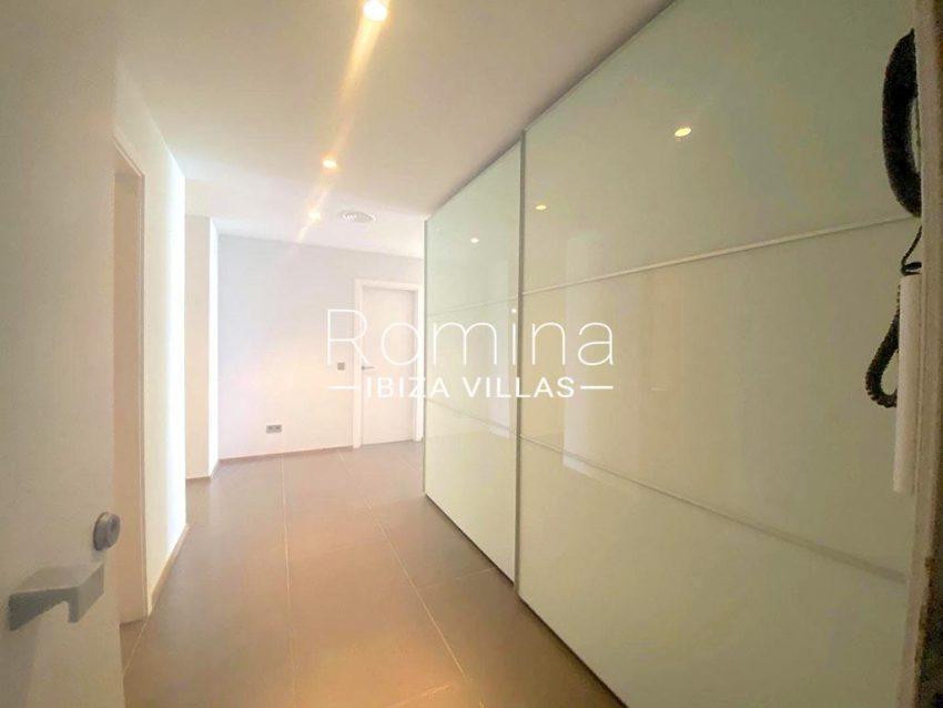 romina-ibiza-villas-rv-742-50-apto-cami-3entrance