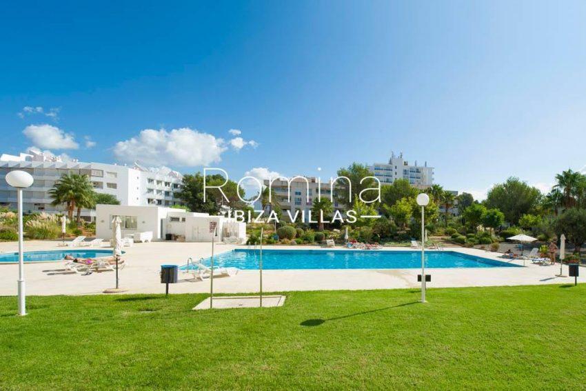romina-ibiza-villas-rv-743-01-apto-calita-2pool lawn