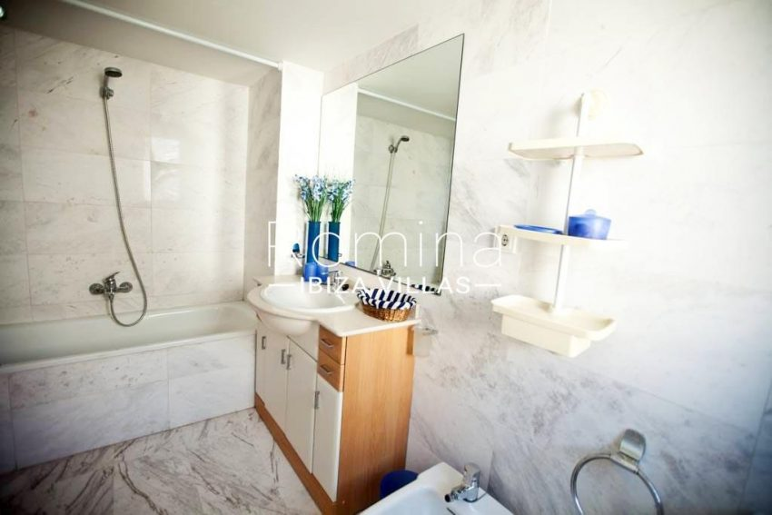 romina-ibiza-villas-rv-743-01-apto-calita-5bathroom2bis