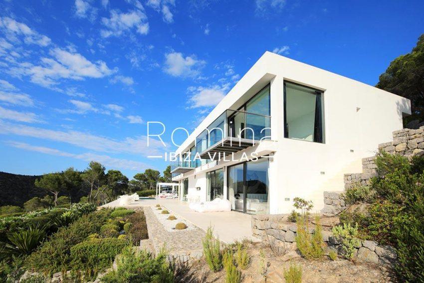 romina-ibiza-villas-rv-744-01-villa-deus-2terrace facade garden