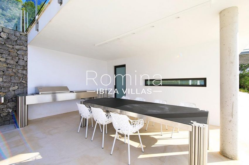 romina-ibiza-villas-rv-744-01-villa-deus-2terrace pool dining area