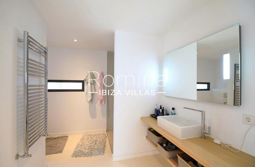 romina-ibiza-villas-rv-744-01-villa-deus-5shower room2