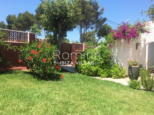 romina-ibiza-villas-rv-745-01-casa-gina-2garden