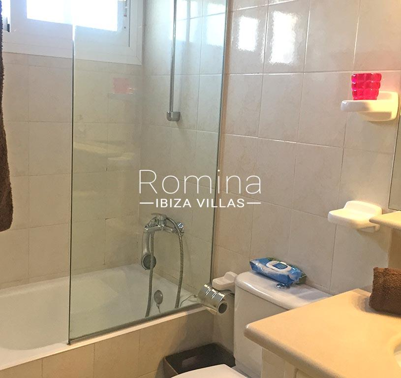 romina-ibiza-villas-rv-745-01-casa-gina-5bathroom