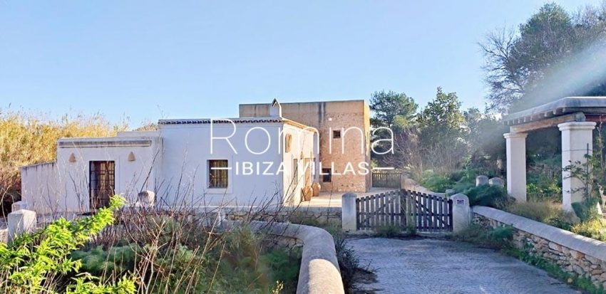 romina-ibiza-villas-rv-746-55-can-haya-2entrance gate facade