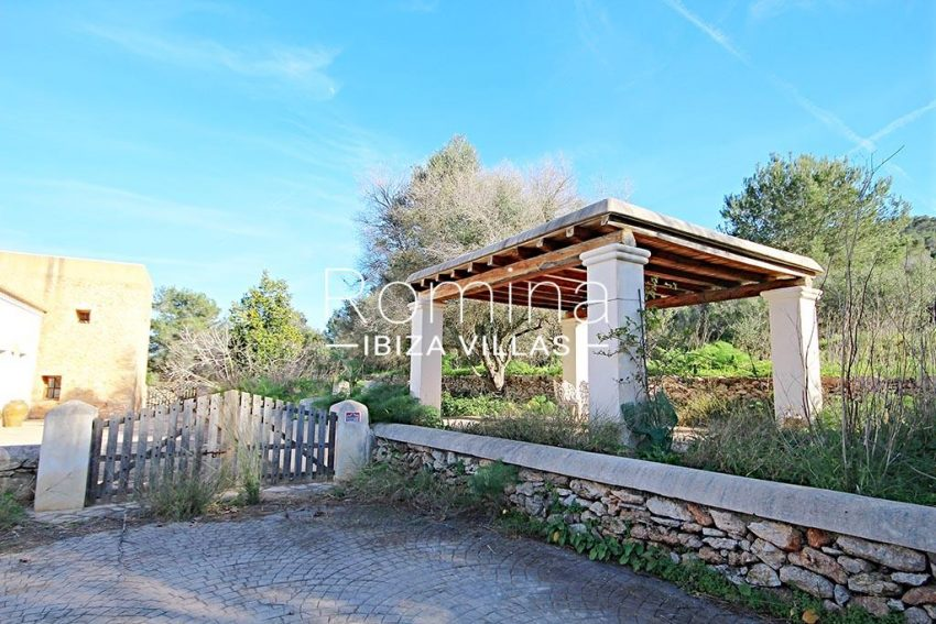 romina-ibiza-villas-rv-746-55-can-haya-2entrance gate pergola
