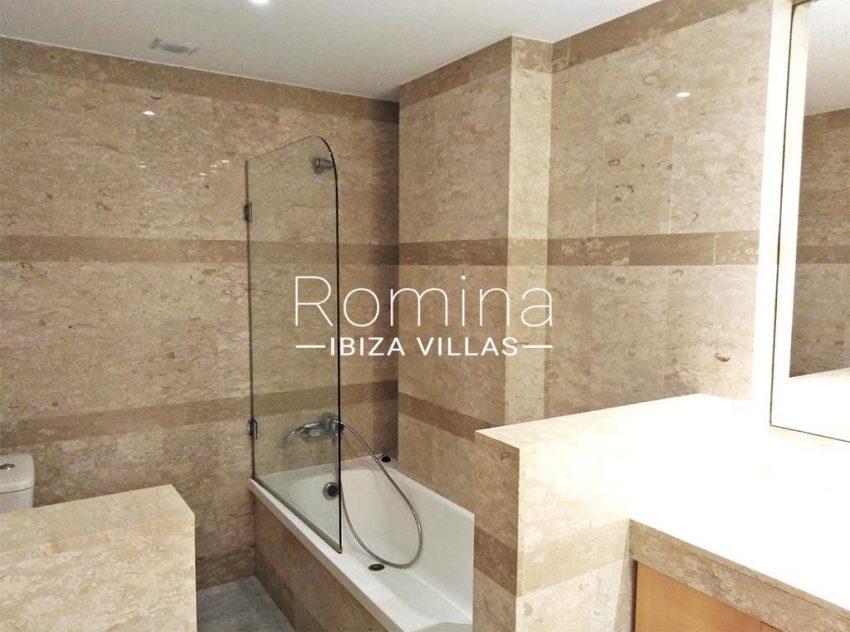 romina-ibiza-villas-rv734-apto-miramar-paseo1-5bathroom