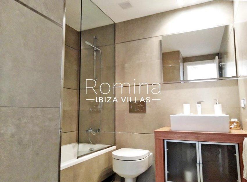romina-ibiza-villas-rv735-apto-miramar-paseo 2-5bathroom2