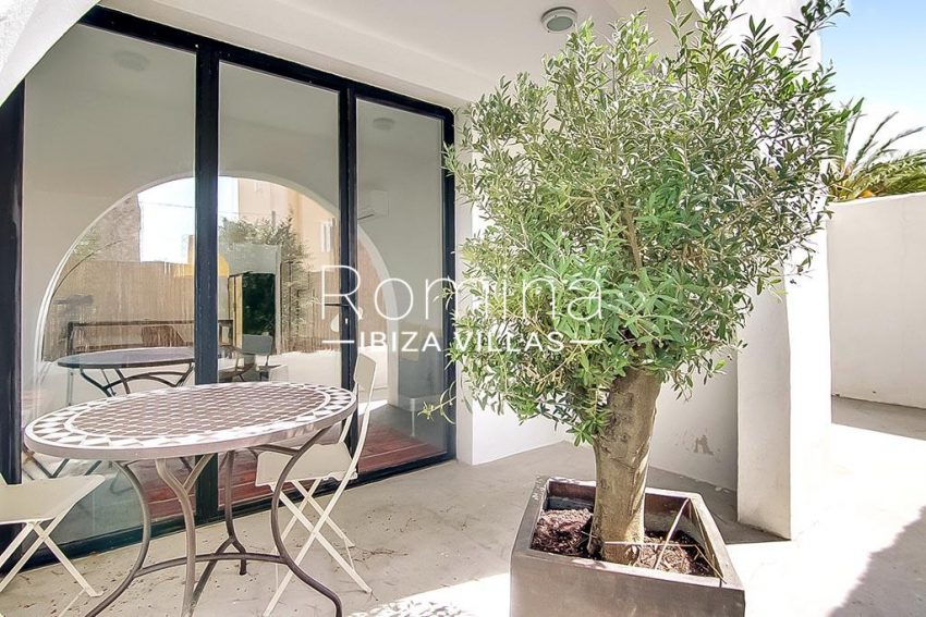 romina-ibiza-villas-rv747-51-casa lirio-2terrace dining area downstairs
