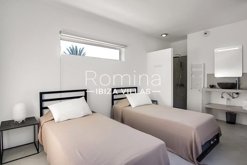 romina-ibiza-villas-rv747-51-casa lirio-4bedroom1 upstairs