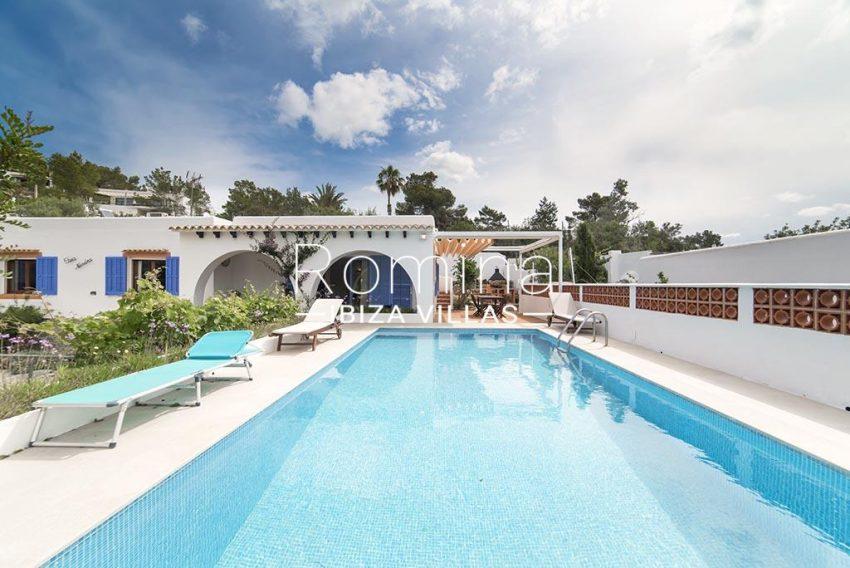 romina-ibiza-villas- rv-751-48- casa-lavanda-2pool facade2