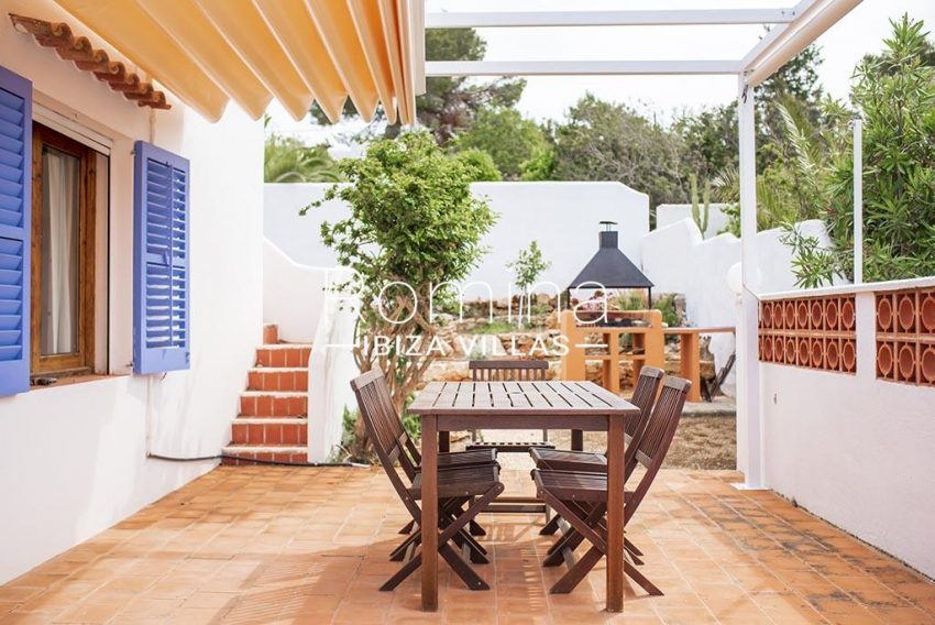 romina-ibiza-villas- rv-751-48- casa-lavanda-2terrace dining2 area