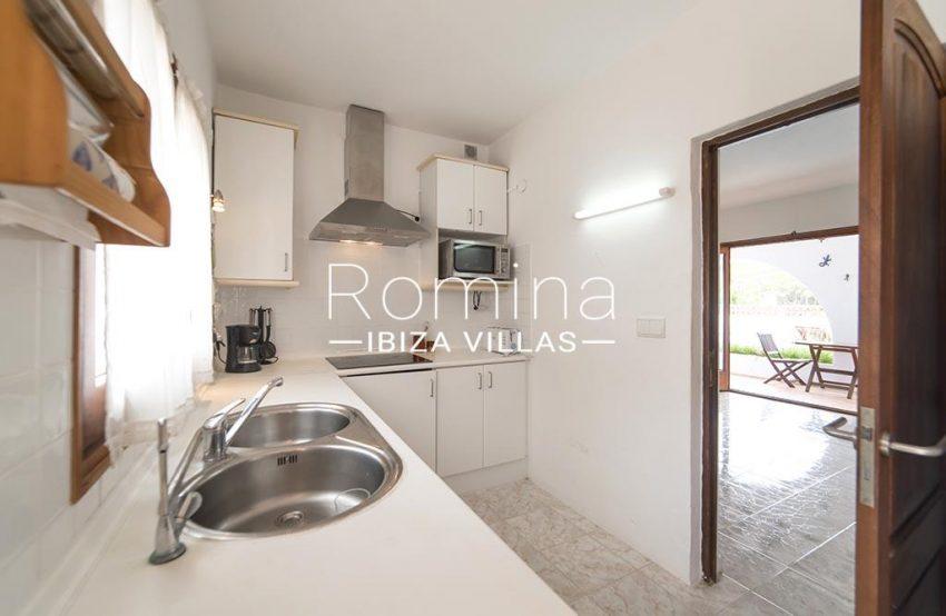 romina-ibiza-villas- rv-751-48- casa-lavanda-3zkitchen2