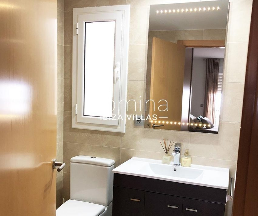 romina-ibiza-villas-rv-752-55-apto-solis-5bathroom
