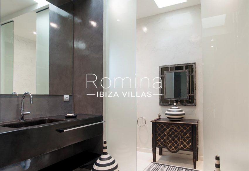 romina-ibiza-villas- rv-753-27-villa-atenea-5bathroom