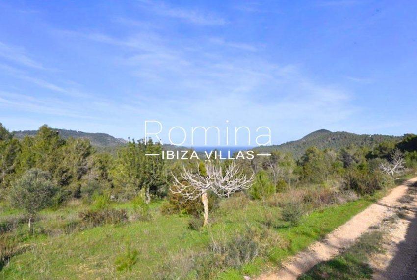 romina-ibiza-villas-rv-754-81-can-villam-1garden sea view2