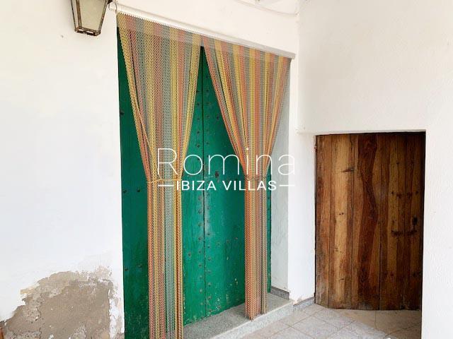 romina-ibiza-villas-rv-754-81-can-villam-2entrance door