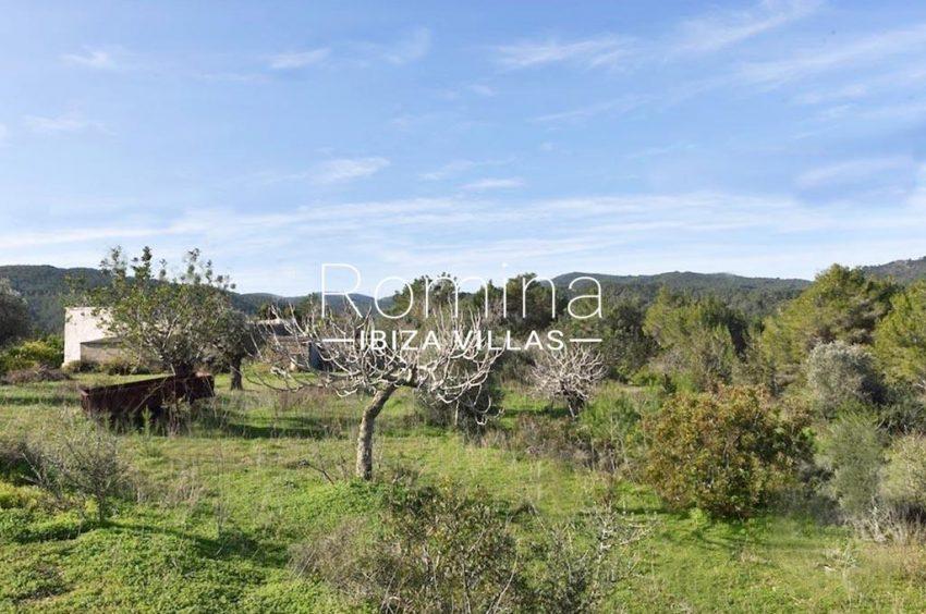 romina-ibiza-villas-rv-754-81-can-villam-2garden view hills
