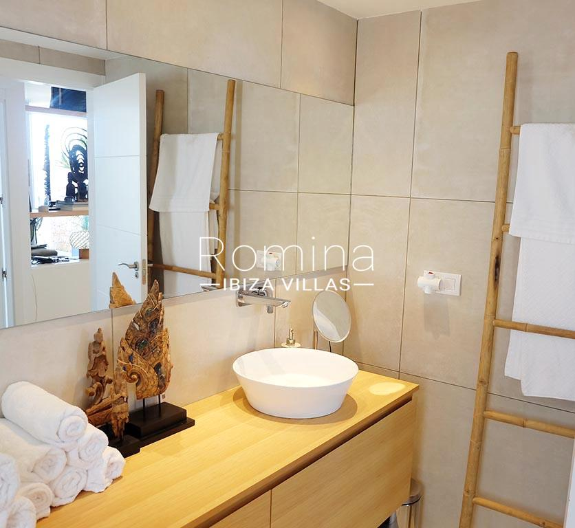 romina-ibiza-villas-rv-756-56-apto-beach-5showe4r room5 sink