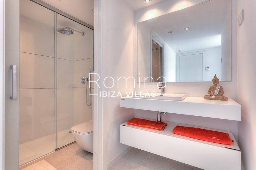 romina-ibiza-villas-rv-757-11-apto-donolla-5shower room2