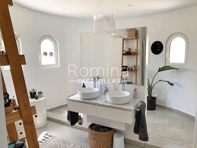 romina-ibiza-villa-rv-764-81-villa-origan-5sinks
