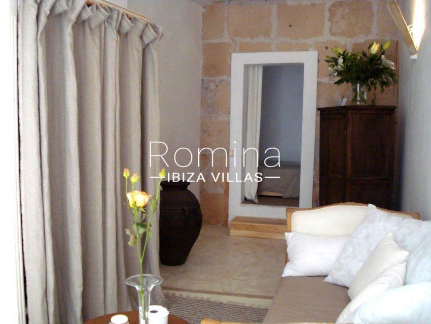 romina-ibiza-villas-rv-759-01-apto-basil-3sofa3
