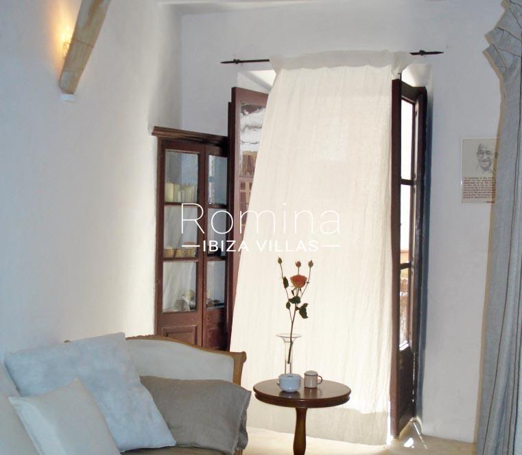 romina-ibiza-villas-rv-759-01-apto-basil-3sofa4