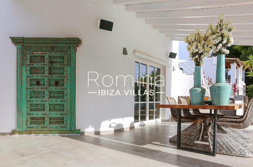 romina-ibiza-villas-rv-763-71-villa-cigalia-2terrace dining area2