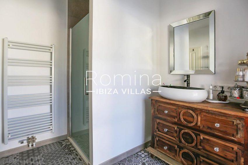 romina-ibiza-villas-rv-763-71-villa-cigalia-5shower room