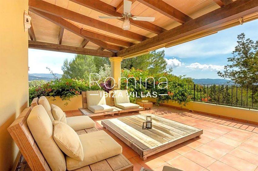 romina-biza-villas-rv-775-51-villa-sarga-2covered terrace sitting area