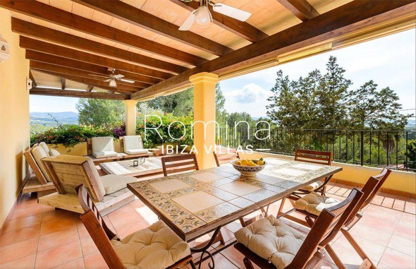romina-biza-villas-rv-775-51-villa-sarga-2covered terrace sitting dining area