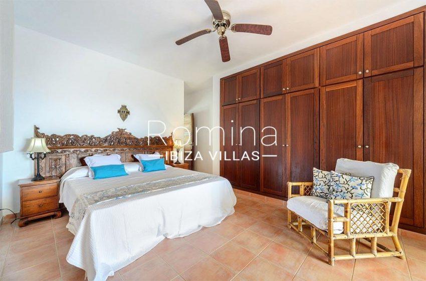 romina-biza-villas-rv-775-51-villa-sarga-4bedroom1 wardrobes