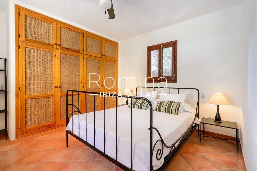 romina-biza-villas-rv-775-51-villa-sarga-4bedroom2 wardrobes