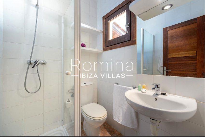 romina-biza-villas-rv-775-51-villa-sarga-5shower room2