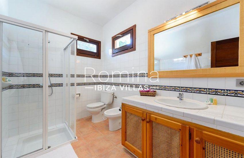 romina-biza-villas-rv-775-51-villa-sarga-5shower room3