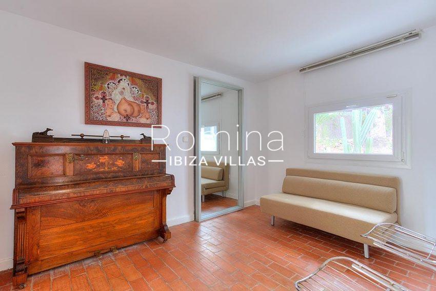 romina-ibiza-villas-rv-722-51-villa-denver-3piano room