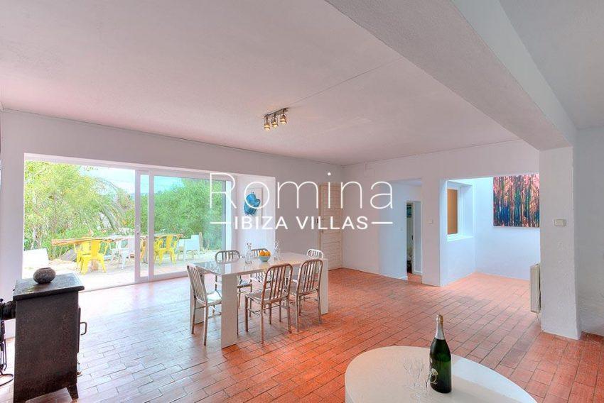 romina-ibiza-villas-rv-722-51-villa-denver-3zdining room stove2
