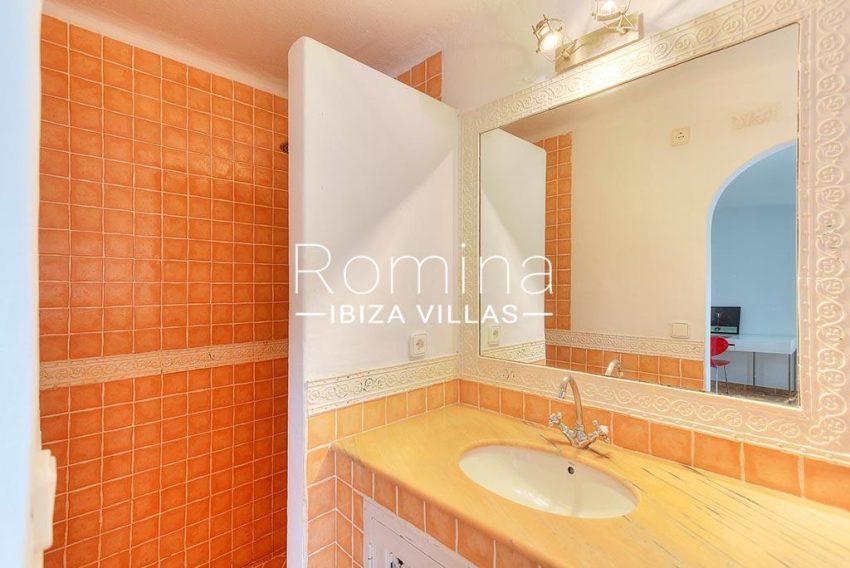romina-ibiza-villas-rv-722-51-villa-denver-5shower room2