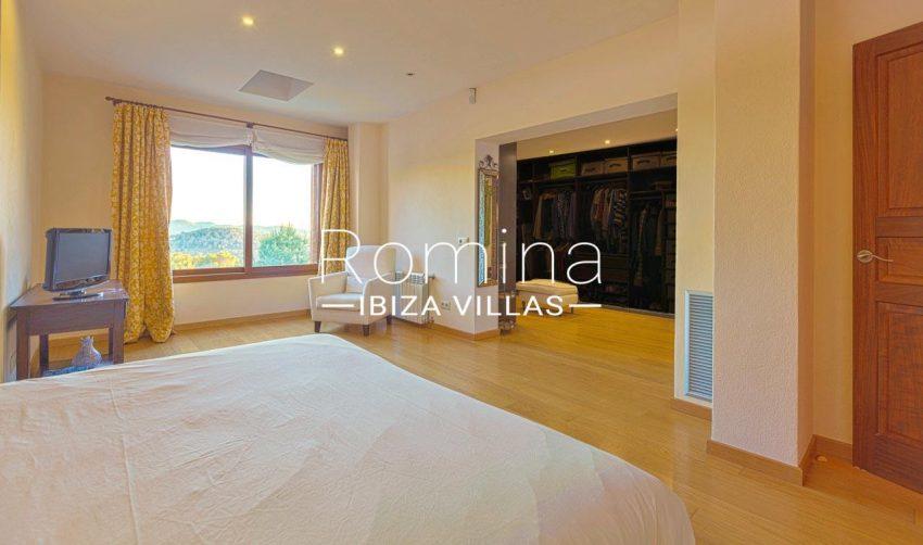 romina-ibiza-villas-rv-770-51-villa-akala-4master bedroom